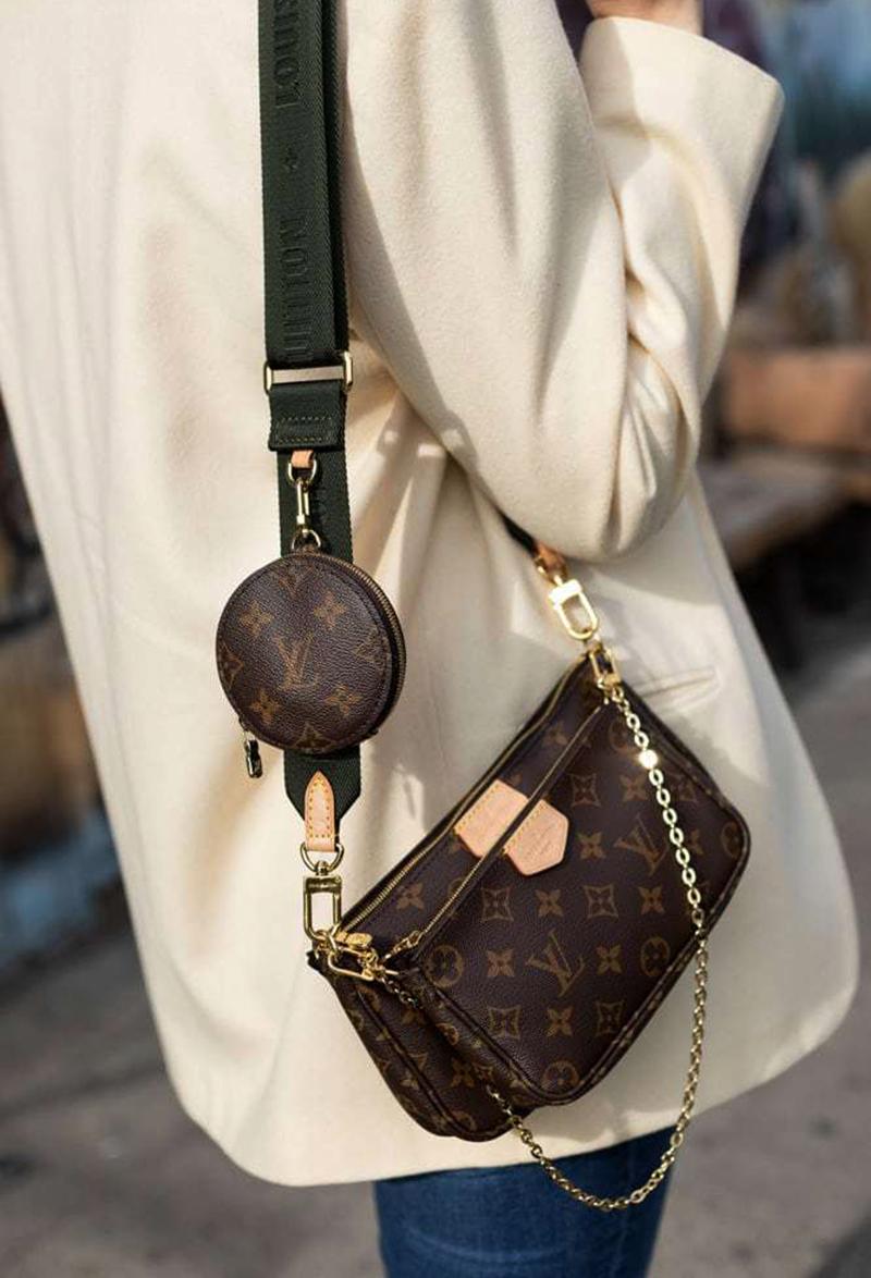 Túi Xách Louis Vuitton Multi Pochette Like Authentic chuẩn 99% được sử dụng chất liệu chính hãng, sản xuất hoàn toàn bằng thủ công, cam kết chất lượng tốt nhất, kim loại mạ vàng 24k, full box và phụ kiện